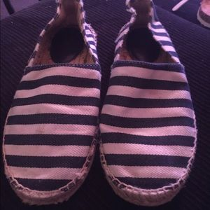 Gap shoes size 7